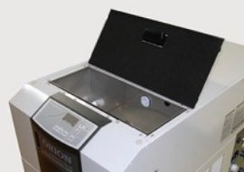 水槽を上部に配置し、給水や水槽内の水質確認・清掃が非常に簡単!